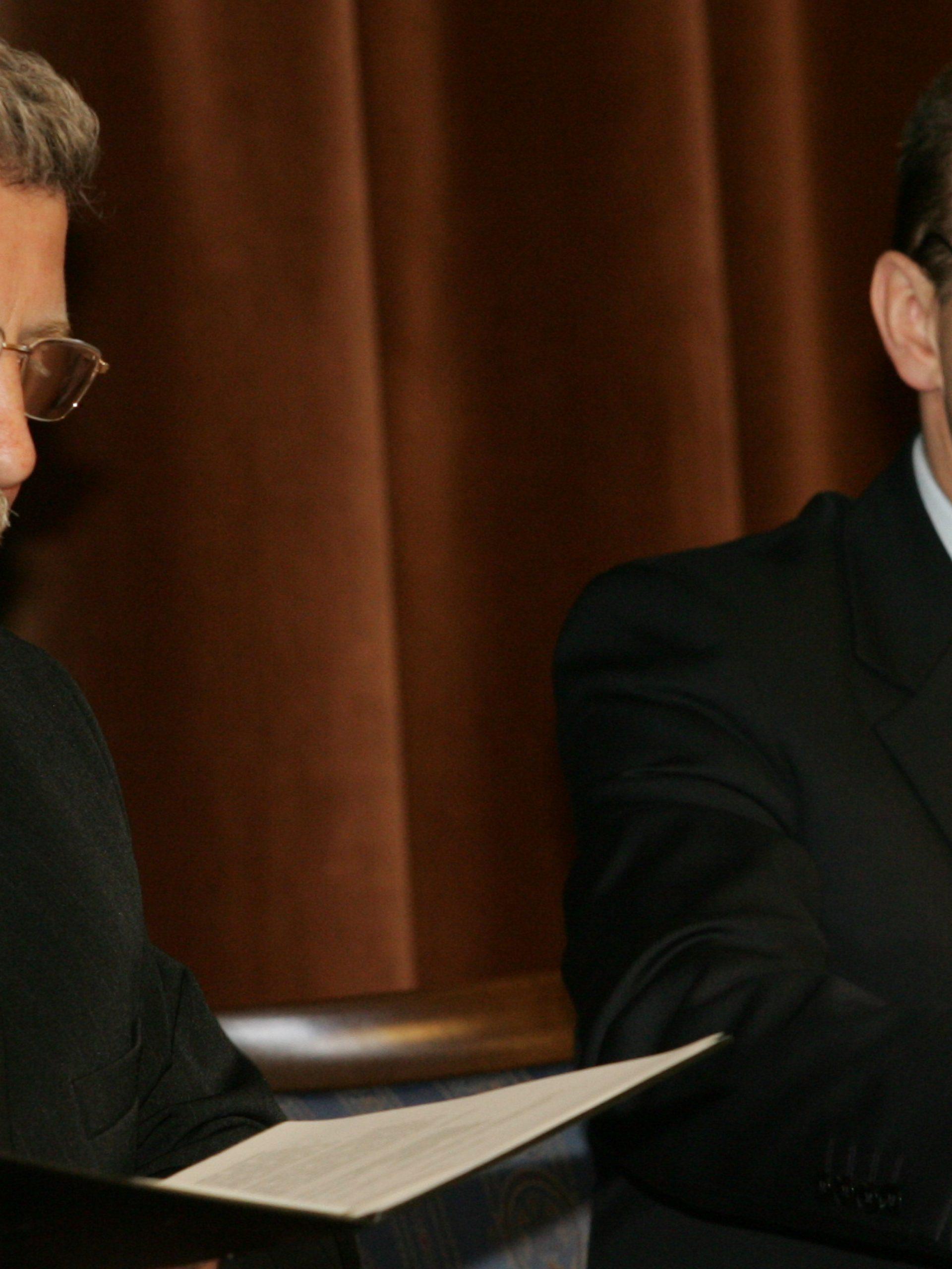 """Podpisanie """"Listu Intencyjnego"""" Programu - ówczesny Premier RP Kazimierz Marcinkiewicz oraz ówczesny kandydat opozycji na Prezydenta Białorusi Aleksander Milinkiewicz, 30 marca 2006 r."""