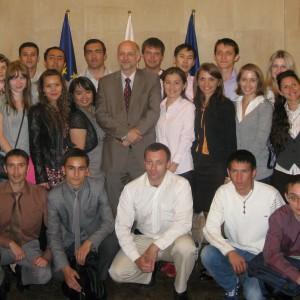 """""""Młodzi Naukowcy"""" w Ministerstwie Spraw Zagranicznych RP na spotkaniu z Wicemin. Jerzym Pomianowskim, 2011 r."""