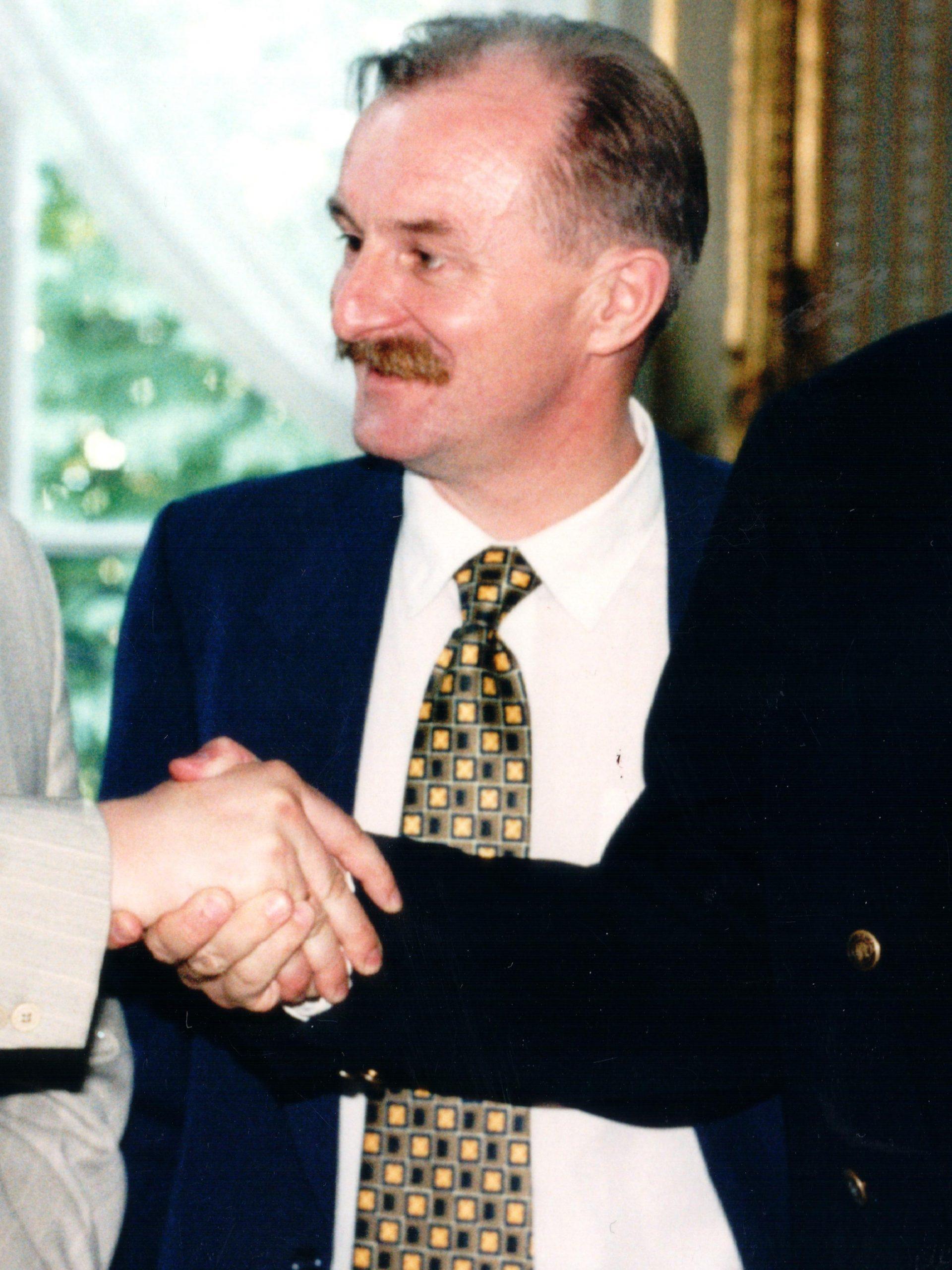 Absolwentem III Wschodniej Szkoły Letniej 1994 r. jest Andrij Deszczycja - b. Minister Spraw Zagranicznych Ukrainy, a od X 2014 r. Ambasador Ukrainy w Polsce. Na zdjęciu od lewej: A. Deszczycja, J. Malicki, J. Micgiel.