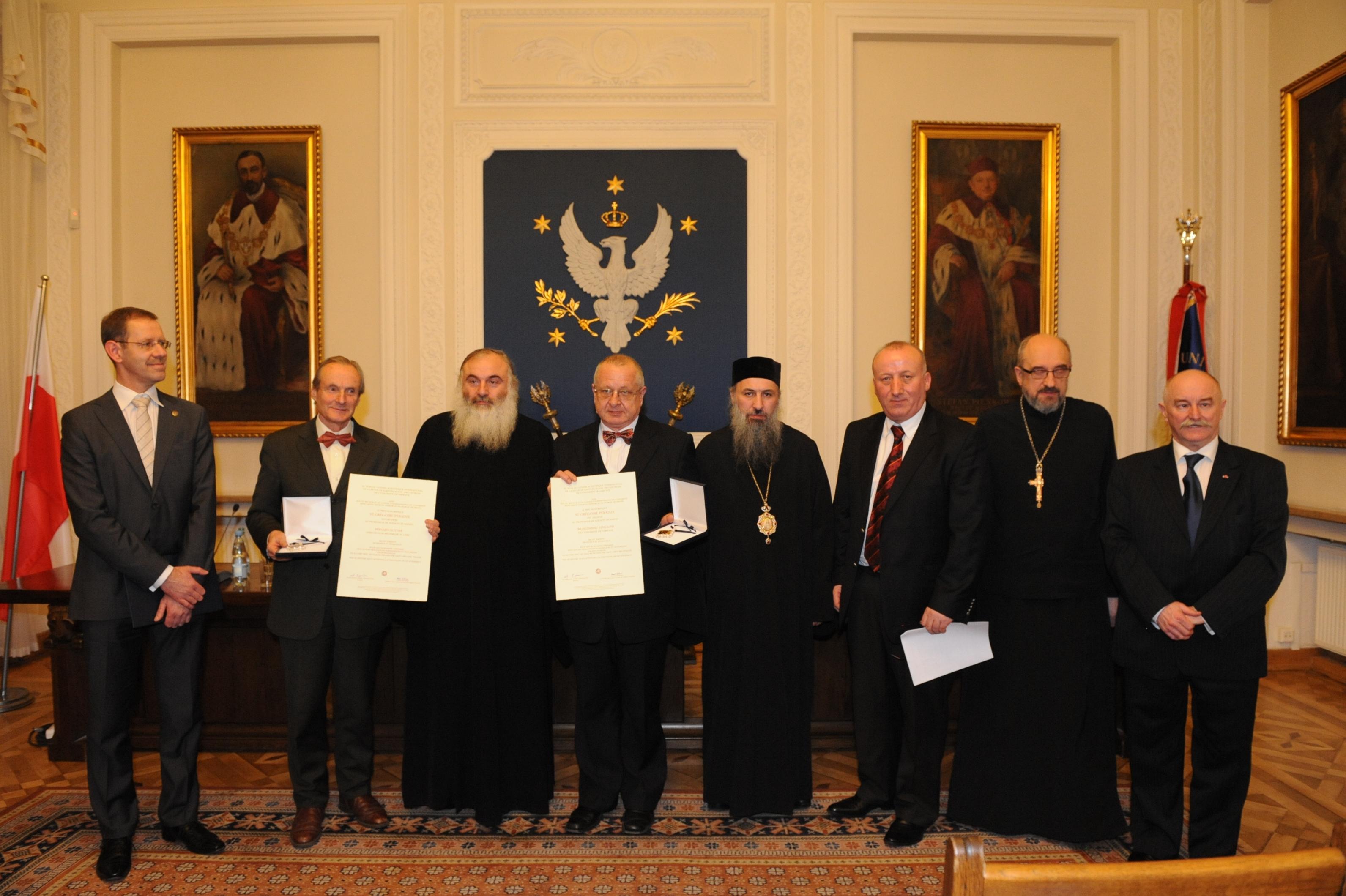 Laureaci, przyznawanej co dwa lata Nagrody im. św. Grzegorza Peradze w 2012 r.. Od lewej: . M. Pałys, B. Outtier (laureat), o. Adam, W. Lengauer (laureat), o. Andria, D. Kolbaia, H. Paprocki.