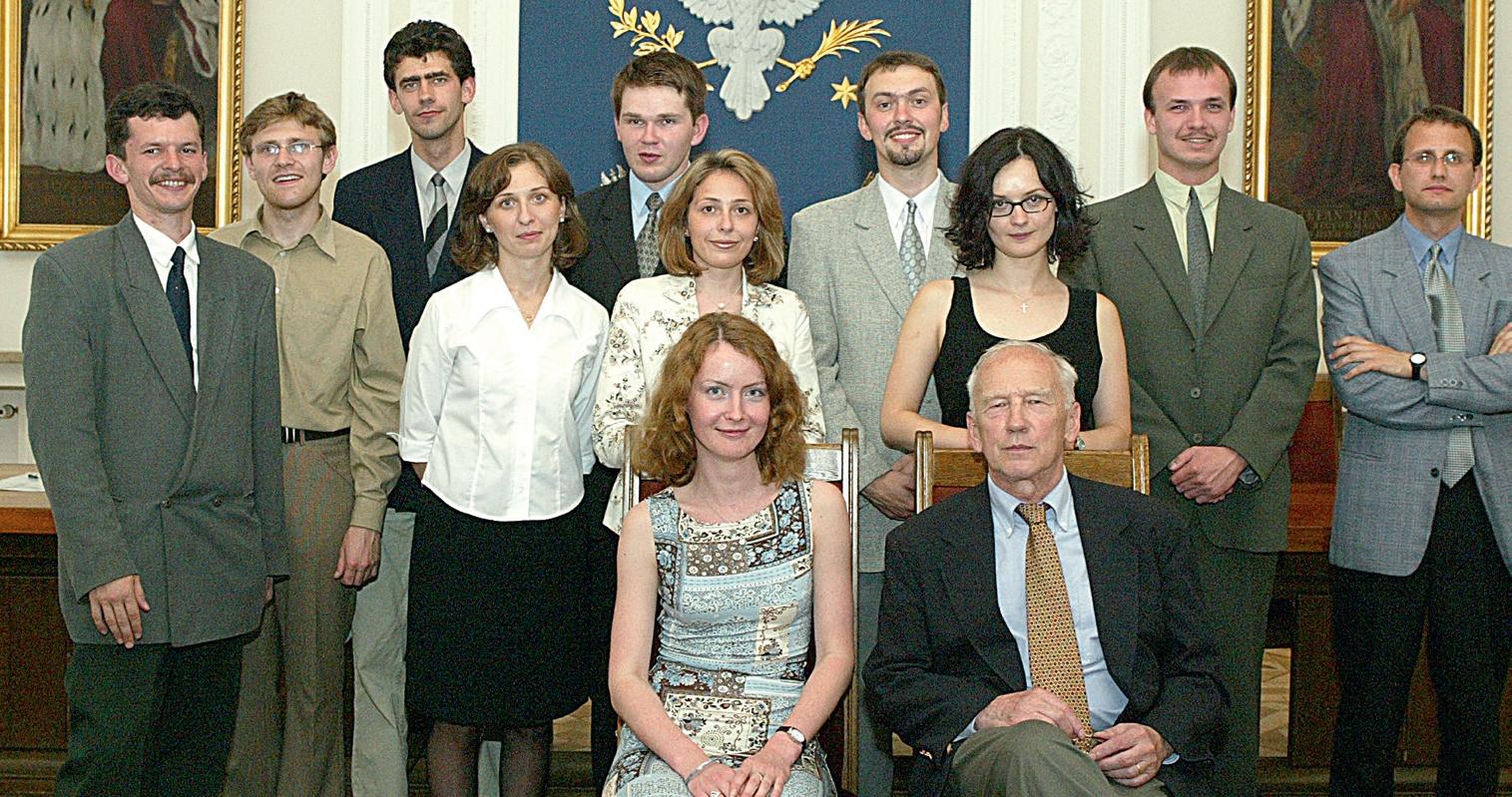 """Pierwsi stypendyści """"Studiów Wschodnich"""" 2001 r."""